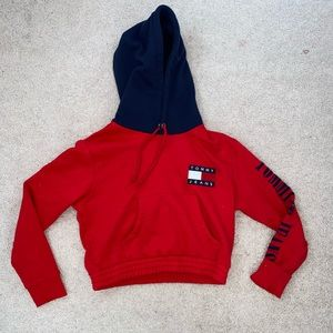 Cropped Tommy Hilfiger sweatshirt